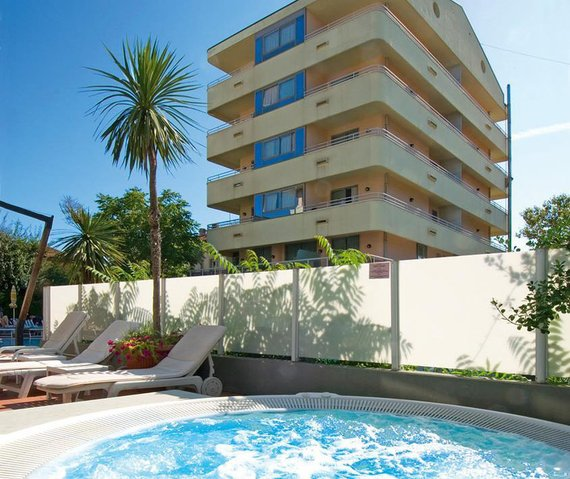 Firmatour romagna adriatico cattolica residence - Residence cattolica con piscina ...