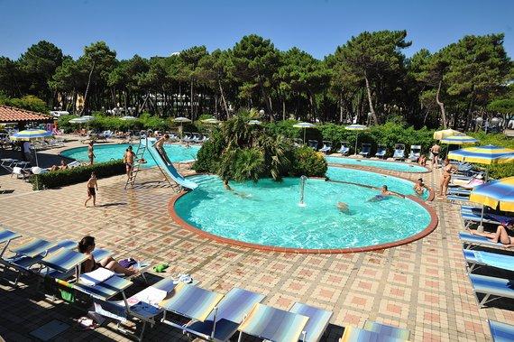 Firmatour romagna adriatico milano marittima adria for Piantina della piscina